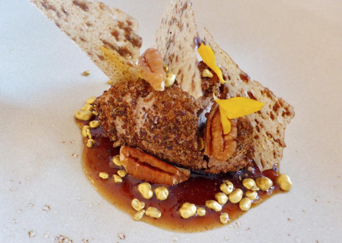 Christian Steska: Pekannuss-Oliven-Eis mit Apfelessig und Süßholz